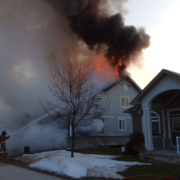 Collingwood, Ont. fire crews battle a blaze on Sunday, Feb. 7, 2016 on Surfside Crescent. (Trent Elyea/ Twitter)